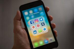 social media smartphone camera